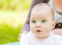 förtjusande behandla som ett barn Royaltyfria Foton