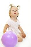 förtjusande behandla som ett barn att leka för boll Royaltyfri Foto