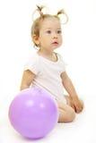 förtjusande behandla som ett barn att leka för boll Royaltyfri Fotografi