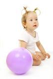 förtjusande behandla som ett barn att leka för boll Arkivbilder