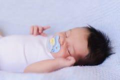 förtjusande behandla som ett barn att sova Royaltyfri Fotografi