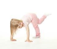 förtjusande behandla som ett barn lyckligt ha för rolig flicka Arkivfoto