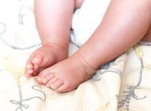 förtjusande behandla som ett barn nyfödd fot Royaltyfri Bild
