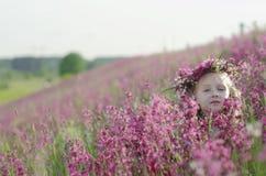 förtjusande blommaflicka royaltyfria bilder