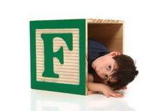 förtjusande bokstav för pojke f Royaltyfri Fotografi