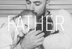 Förtjusande dotter- och faderstående, begrepp för dag för fader` s Royaltyfria Bilder