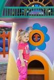 förtjusande flicka little stående Fotografering för Bildbyråer
