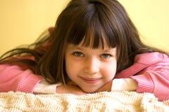förtjusande flickabarn Arkivbilder