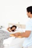 förtjusande frukost som medf8or flickvän hans man till Royaltyfria Foton