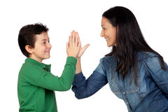 förtjusande handskakning henne som gör modersonen fotografering för bildbyråer