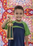 Förtjusande le ung pojke med Ramadan Lantern Arkivbild
