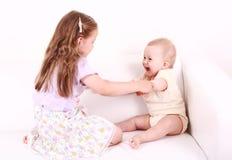 förtjusande leka för ungar royaltyfria bilder