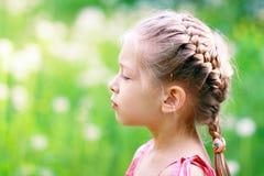 Förtjusande liten flicka royaltyfria foton