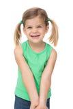 Förtjusande liten flicka som ler på kameran royaltyfri fotografi