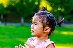 Förtjusande liten flickagråt Royaltyfria Bilder