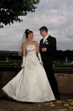 förtjusande parbröllop Royaltyfri Fotografi