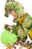 förtjusande pojkedräktkrokodil Royaltyfri Fotografi