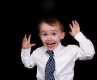 förtjusande pojkeuttryck som isoleras little som visar Arkivbild