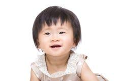 Förtjusande små behandla som ett barn att skratta för flicka Arkivbilder