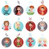 Förtjusande små ungar som bär zodiak, undertecknar dräkter ställde in, tolv gulliga illustrationer för zodiaksymboltecknad film Arkivfoton