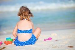 förtjusande strandflicka little Fotografering för Bildbyråer
