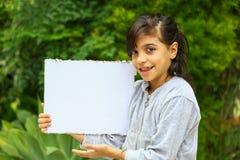 Förtjusande tonårig flickastående Arkivfoto
