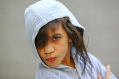 Förtjusande tonårig flickastående i hoodie Fotografering för Bildbyråer
