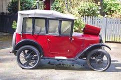 Förtjusande unik bil från England Arkivfoton