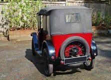 Förtjusande unik bil från England den bakre sikten Royaltyfri Foto