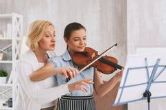 Förtjust musiker för realitet som spelar melodi Royaltyfria Foton