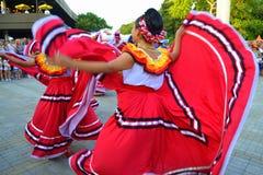 Förträffliga mexicanska danskvinnor Fotografering för Bildbyråer