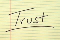 Förtroende på ett gult lagligt block Royaltyfri Foto
