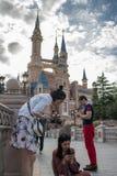 Förtrollad sagobokslott på Shanghai Disneyland i Shanghai, Kina arkivbild