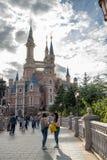 Förtrollad sagobokslott på Shanghai Disneyland i Shanghai, Kina royaltyfri bild