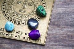 Förutsäga framtiden till och med astrologi arkivbilder