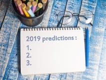 2019 förutsägelser, Motivational ordcitationsteckenbegrepp fotografering för bildbyråer