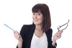 Förvånad affärskvinna med exponeringsglas Arkivfoton