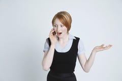 Förvånad affärskvinna Using Cell Phone Arkivfoto