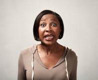 Förvånad afrikansk amerikankvinnastående Royaltyfria Bilder
