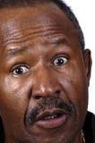 Förvånad afrikansk amerikanpensionär Royaltyfri Foto