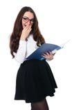 Förvånad brunett i en vit blus i exponeringsglas Royaltyfria Bilder