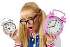 Förvånad flicka med klockan Arkivfoto