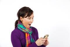 förvånad kvinna för telefon fotografering för bildbyråer