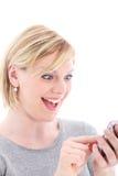 Förvånad kvinna som texting på henne som är mobil Royaltyfri Foto