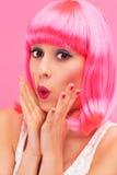 Förvånad rosa hårflicka Arkivfoto