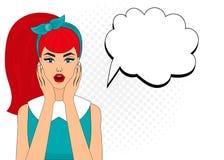 Förvånade komisk stil för popkonst kvinnan med anförandebubblan, stift upp flickaståenden, vektorillustration Royaltyfria Foton