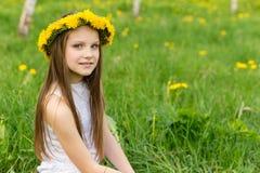 förvånadt barn för rädd framsidaflickastående Royaltyfria Bilder