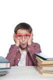 Förvånat barn med böcker Arkivfoton