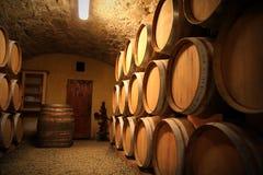 förvara i källare europeisk wine Arkivfoton