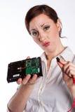 Förvirrad kvinna med hårddisk arkivbild